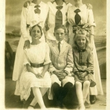 1916 Anna Brown & daughters
