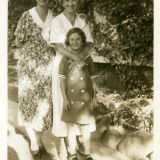 1933 Anna Kirchein w. Mildred & Jean